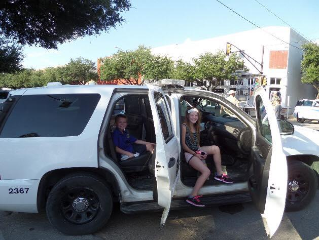 Kids pose for a photo in the Navarro Sheriffs vehicle